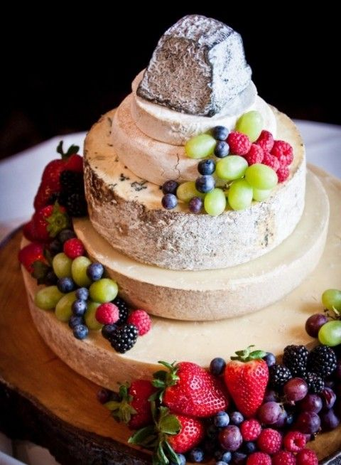 delicious-vineayrd-wedding-cakes-and-cheese-towers-12