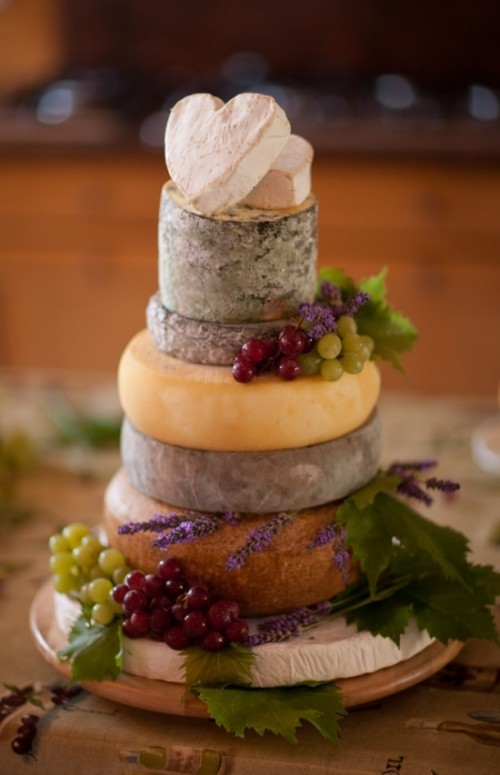 delicious-vineayrd-wedding-cakes-and-cheese-towers-13-500x775