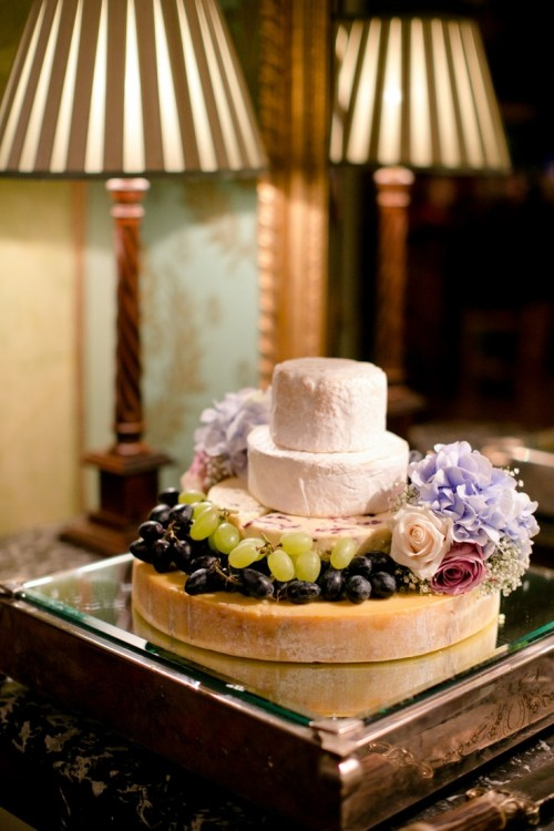 delicious-vineayrd-wedding-cakes-and-cheese-towers-14-500x750