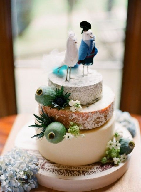 delicious-vineayrd-wedding-cakes-and-cheese-towers-19