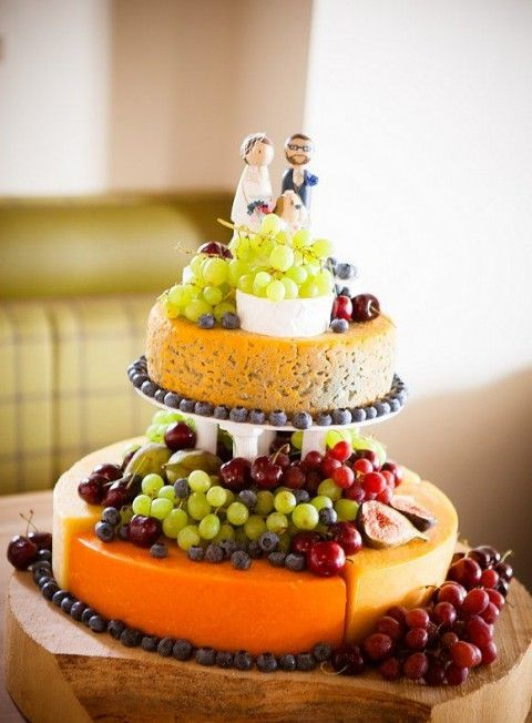 delicious-vineayrd-wedding-cakes-and-cheese-towers-21