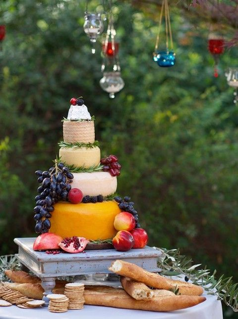 delicious-vineayrd-wedding-cakes-and-cheese-towers-22