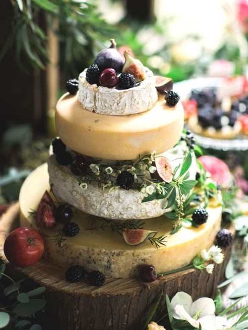 delicious-vineayrd-wedding-cakes-and-cheese-towers-7-500x666