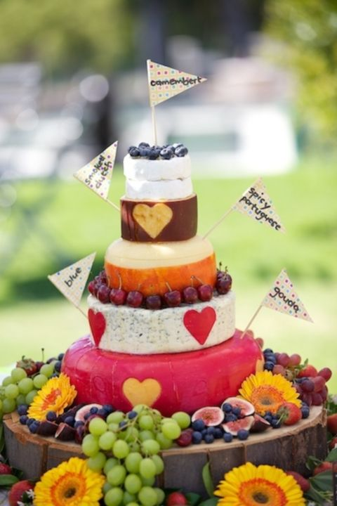 delicious-vineayrd-wedding-cakes-and-cheese-towers-9